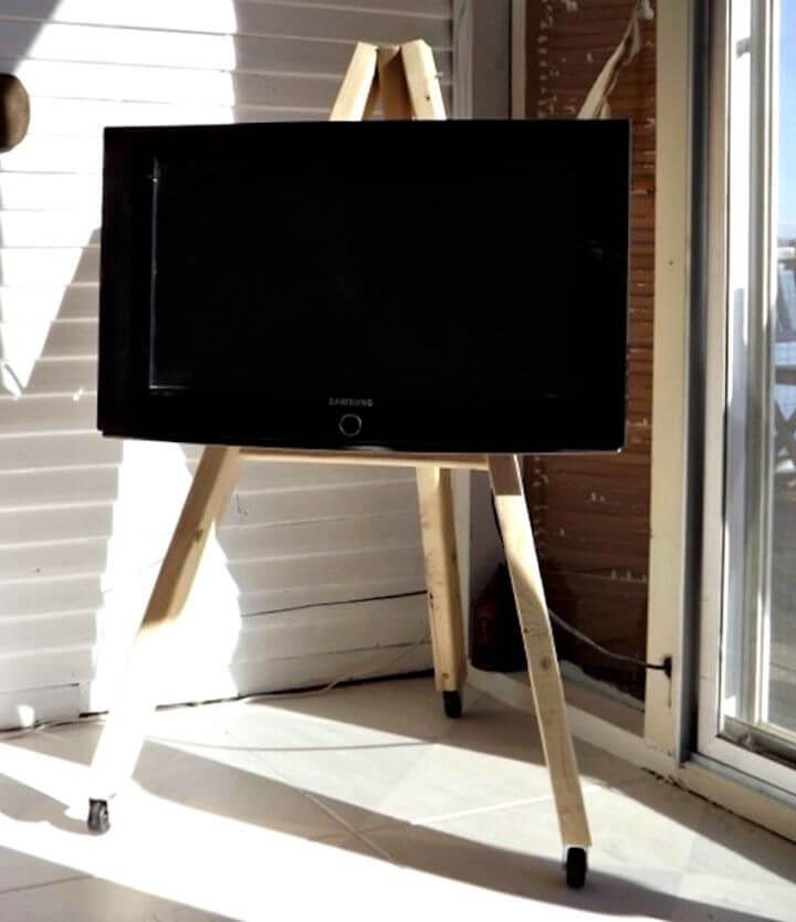 Tutorial fácil de cómo hacer bricolaje con caballete de visualización de TV sobre ruedas