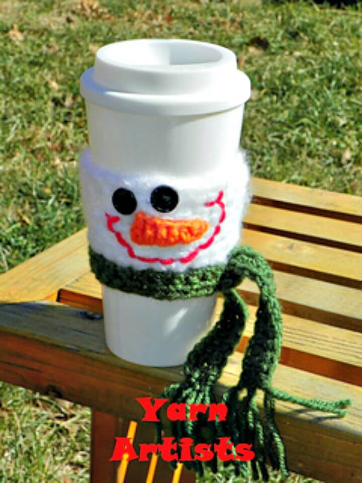 Patrón acogedor de taza de muñeco de nieve de ganchillo gratis