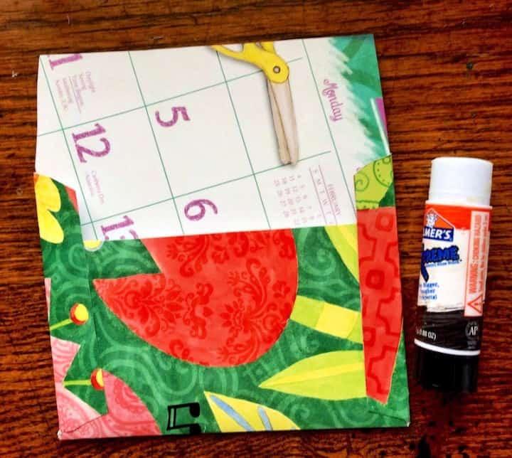 Sobres de papel fáciles con calendarios de pared