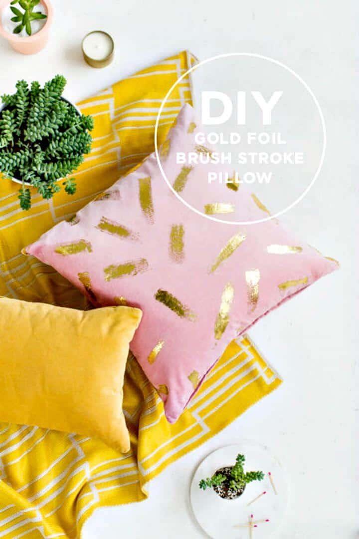 Cómo hacer una almohada de papel de aluminio dorado - Bricolaje