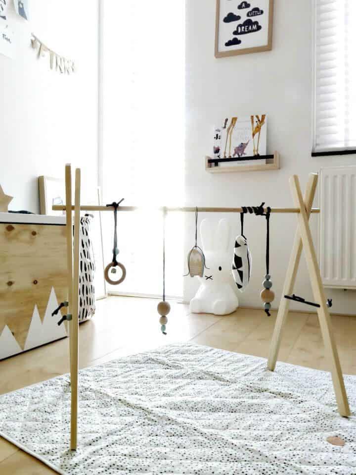 Gimnasio de madera para bebés fácil de hacer