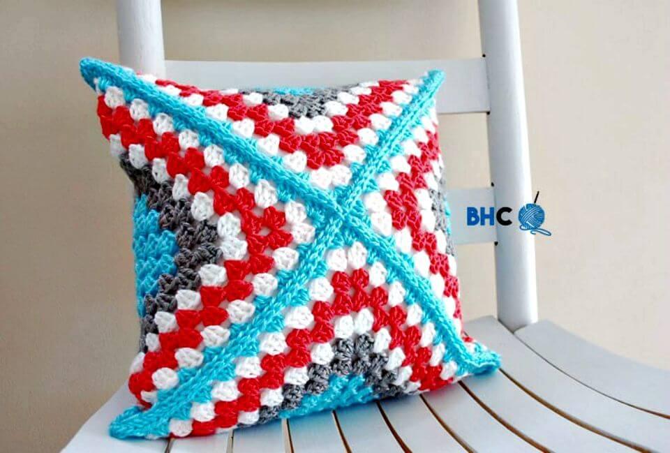 Patrón de almohada cuadrada de abuelita de ganchillo fácil y gratis