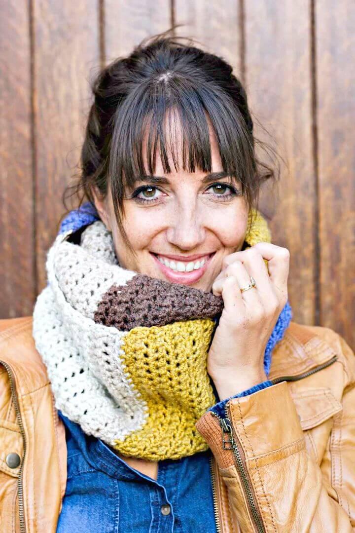 Pieza de crochet gratis de capucha para pastel con patrón de hilo Caron Cakes