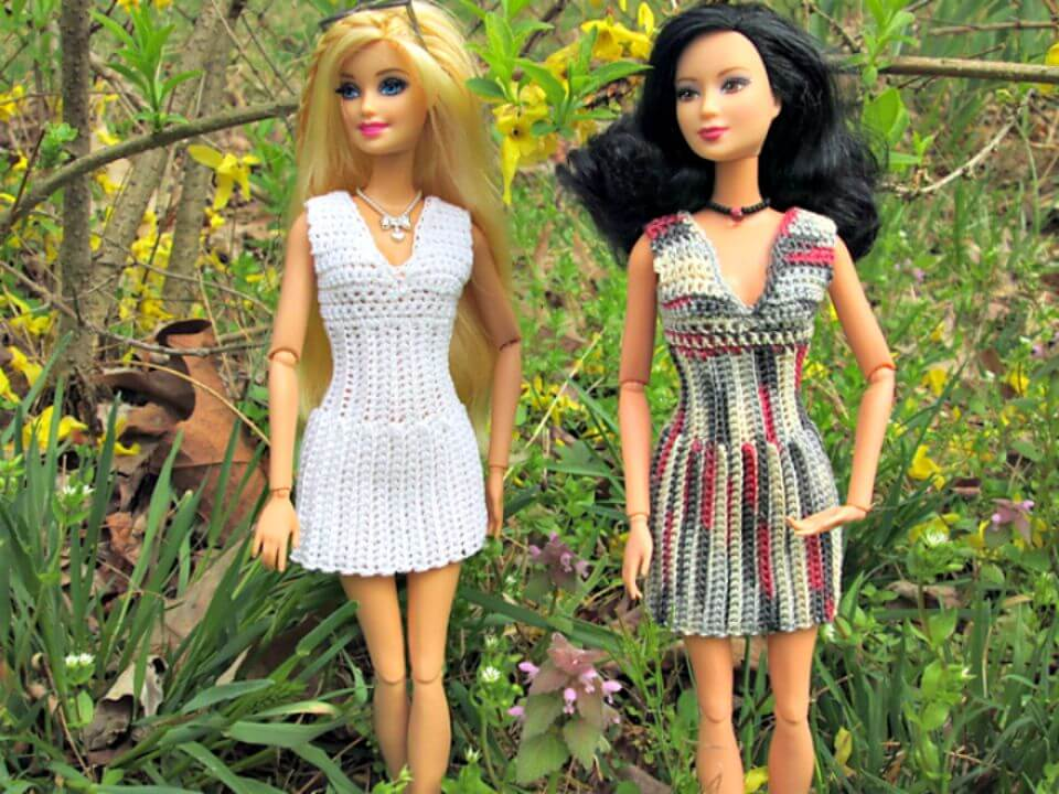 Patrón de vestido Barbie con cuello en V acanalado de ganchillo fácil y gratis