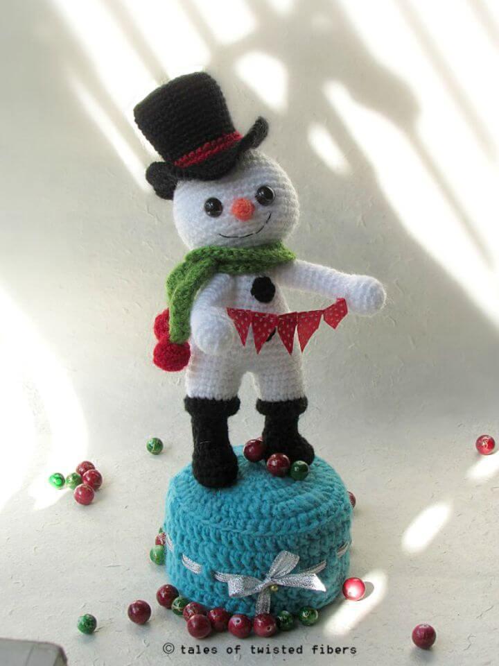 Patrón de amigurumi de muñeco de nieve a crochet gratis