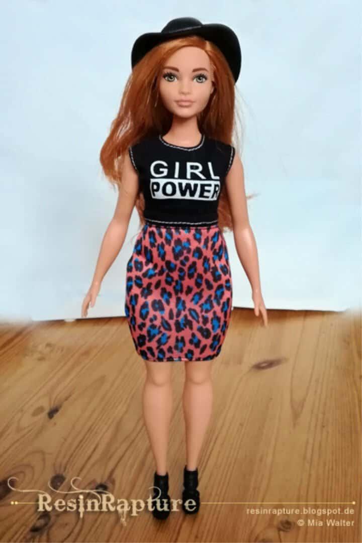 Patrón de Barbie Curvy gratis