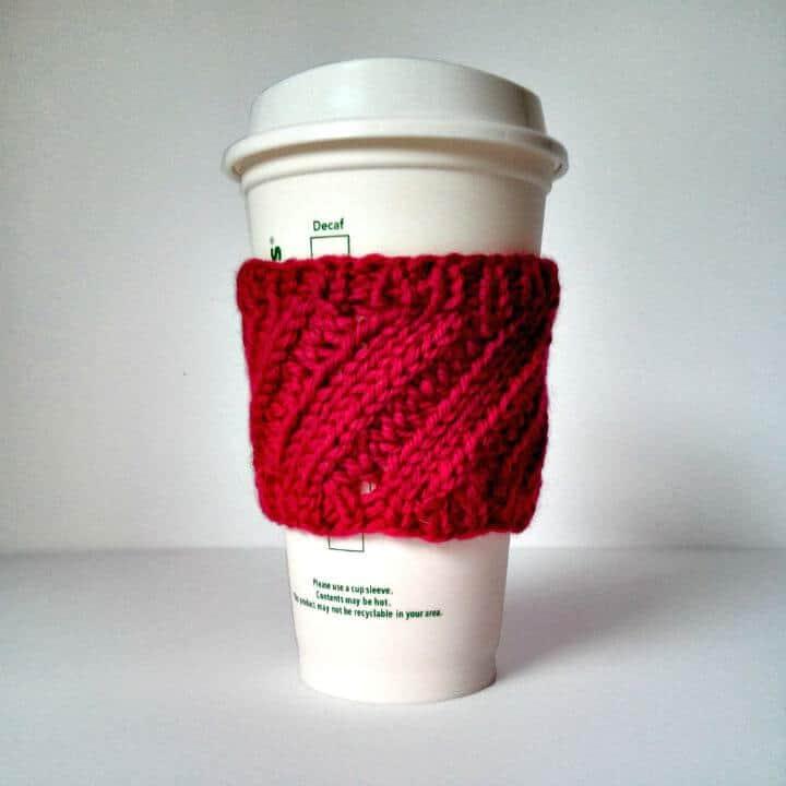 Patrón de manga de taza de café con costilla diagonal de punto libre