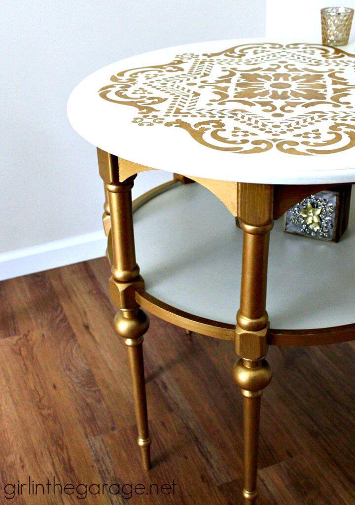 Mesa auxiliar con estampado dorado y blanco de bricolaje