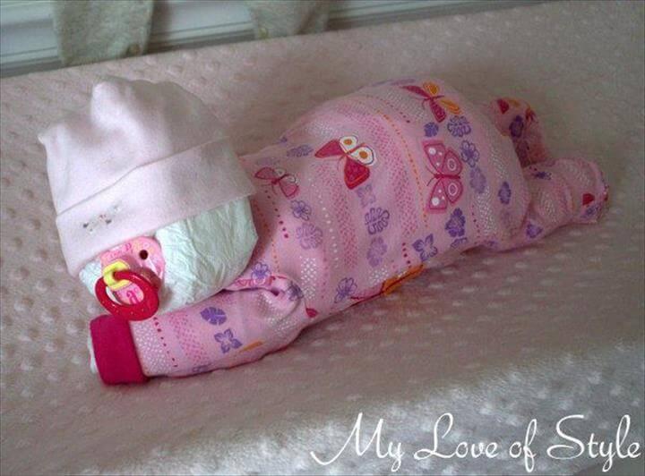 pastel de pañales para bebé durmiendo