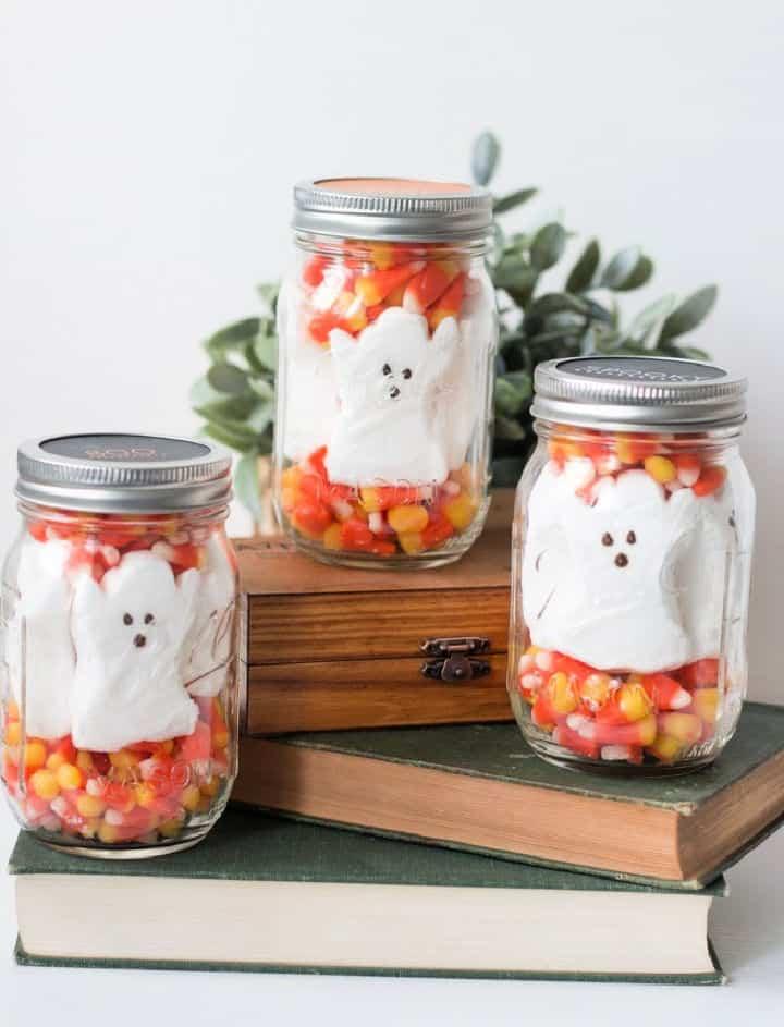 Etiquetas de tapa para imprimir gratis con golosinas de tarro de masón de Halloween