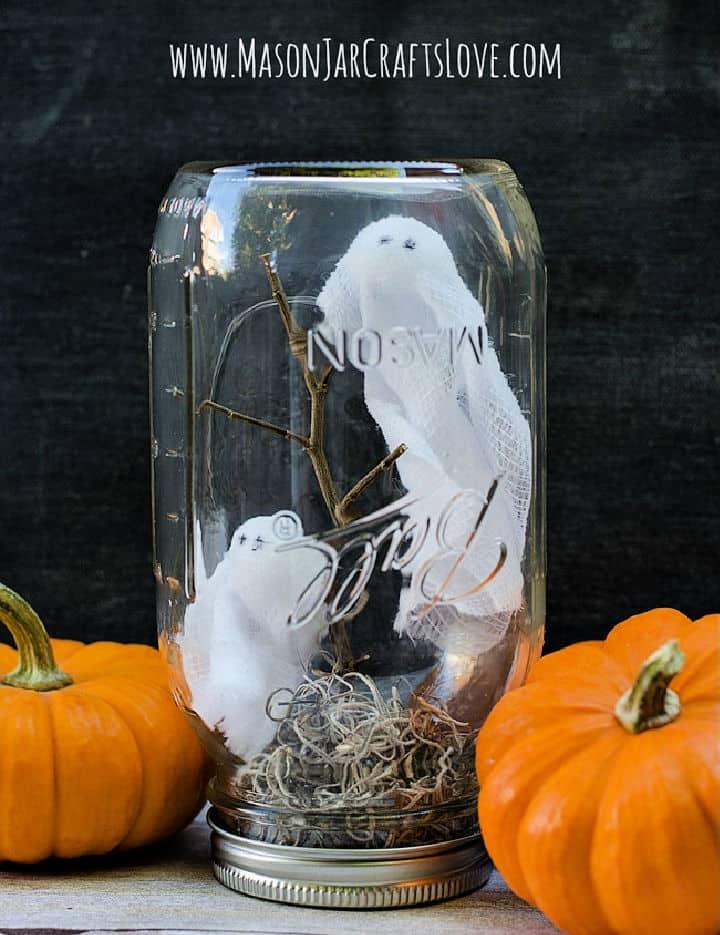 Fantasmas hechos a mano en tarro de masón