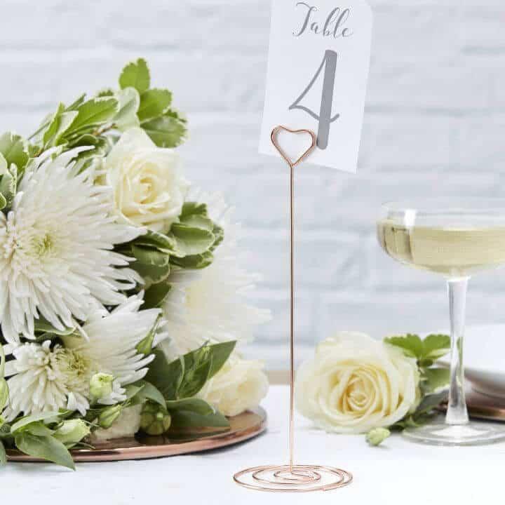 Titular de número de mesa de boda de corazón