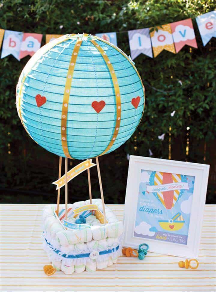 pastel de pañales con globo de aire caliente