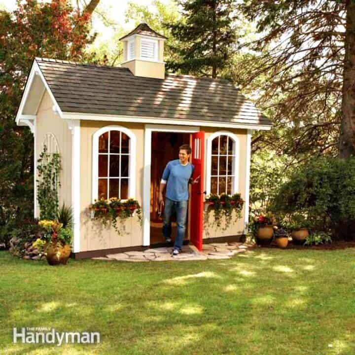 Construya un cobertizo siguiendo las instrucciones baratas paso a paso