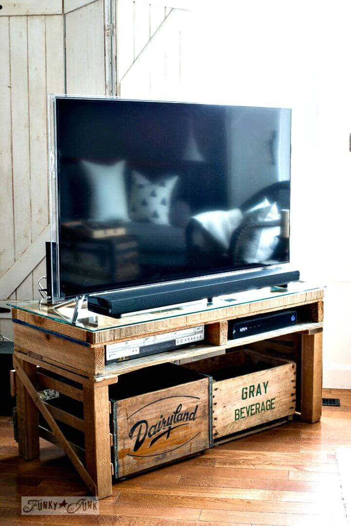 Tutorial fácil de cómo construir su propio soporte de TV fuera del palé