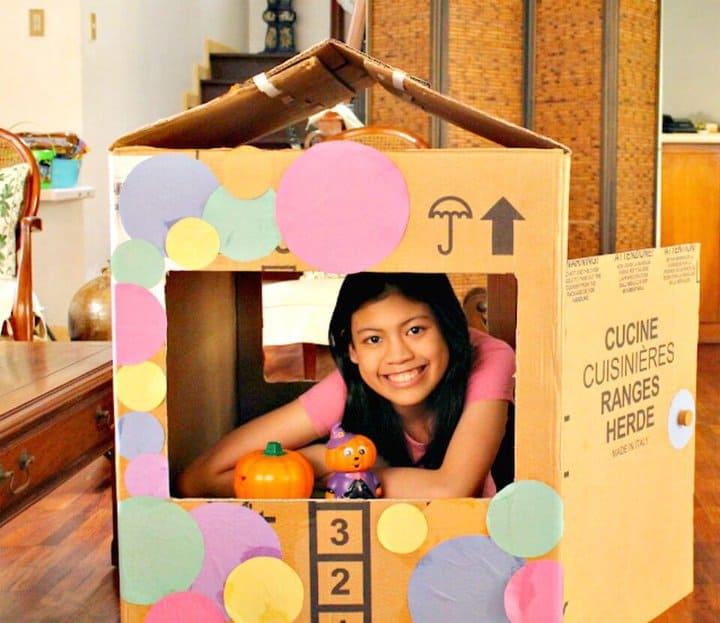 Cómo hacer una casa de juegos con caja de cartón
