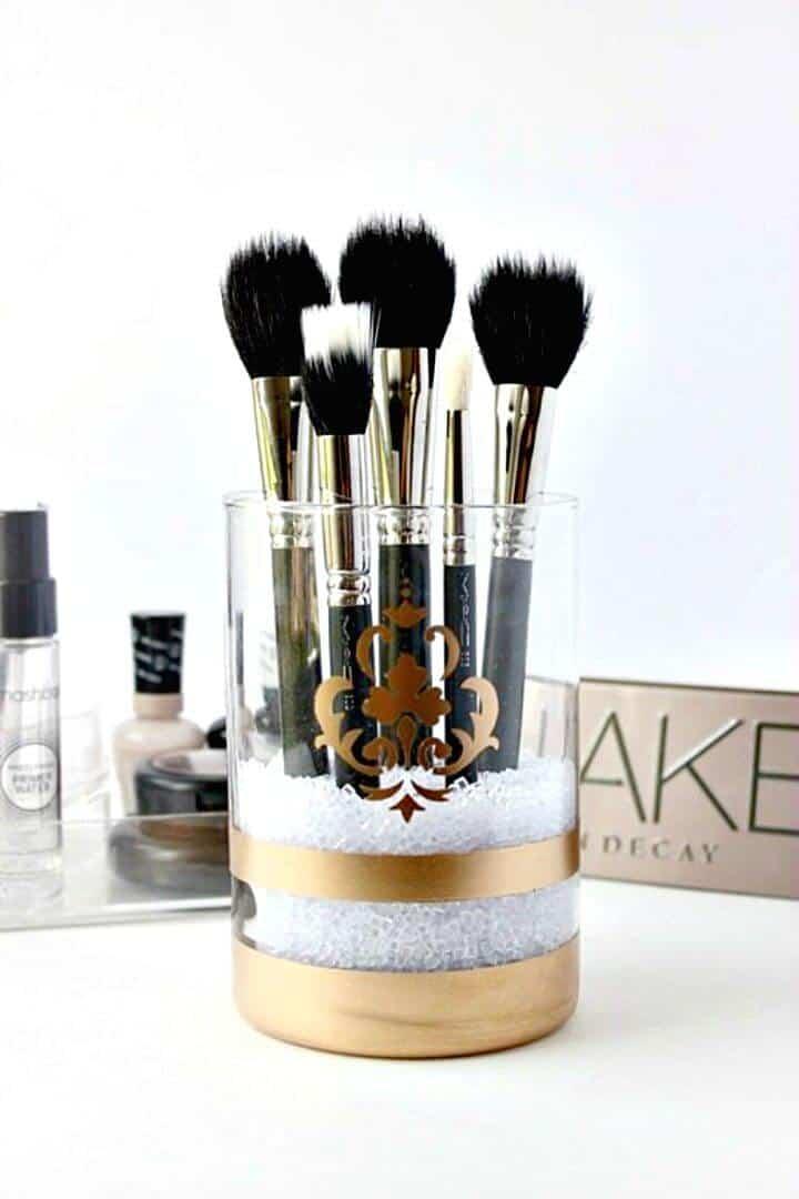 Cómo hacer un porta brochas de maquillaje pintado con spray dorado - DIY