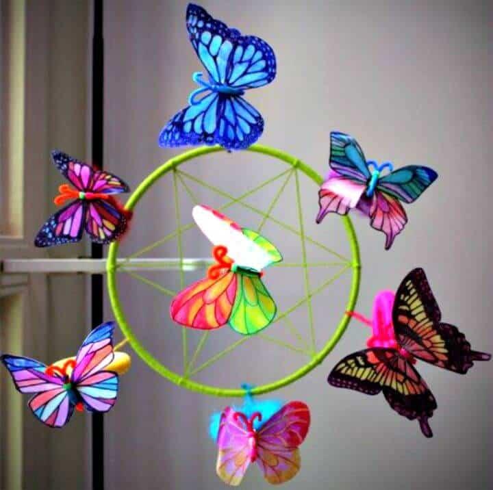 Hermosas mariposas de jarra de leche de bricolaje