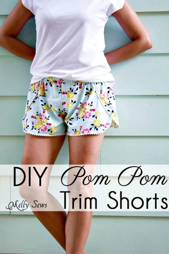 Cómo coser pantalones cortos con pompones