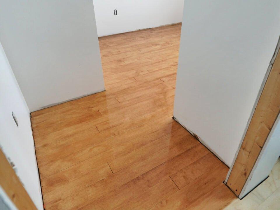 Cómo instalar pisos de madera contrachapada