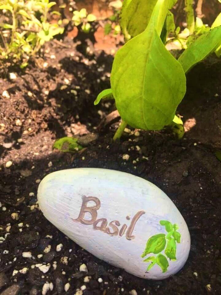 Cómo hacer marcadores de plantas de roca pintada,