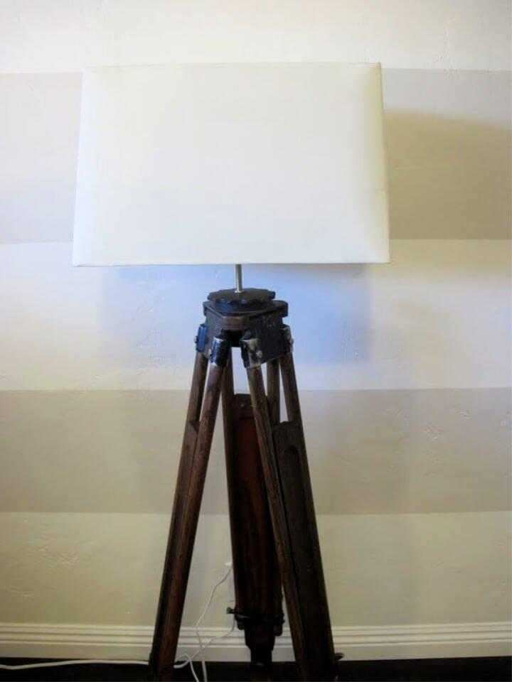 Cómo hacer una lámpara de trípode