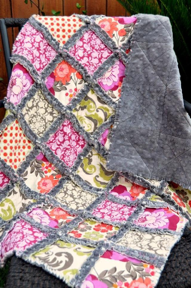 Cómo coser una colcha de trapo Minky