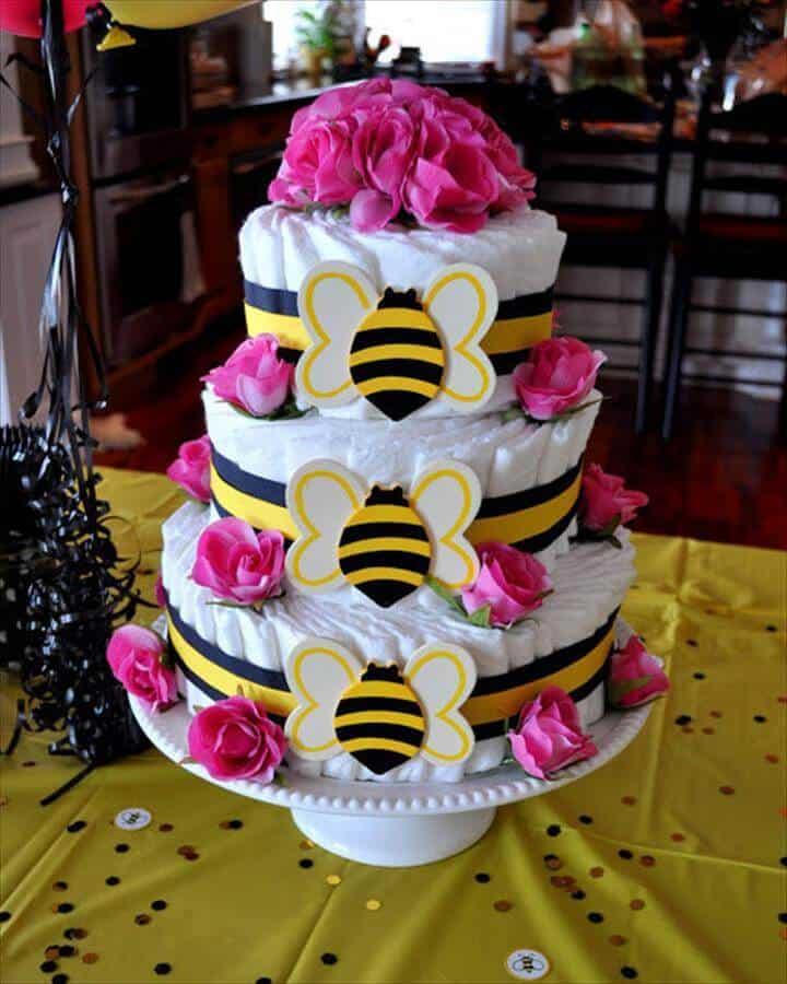 Pastel de pañales con temática de abejas de bricolaje
