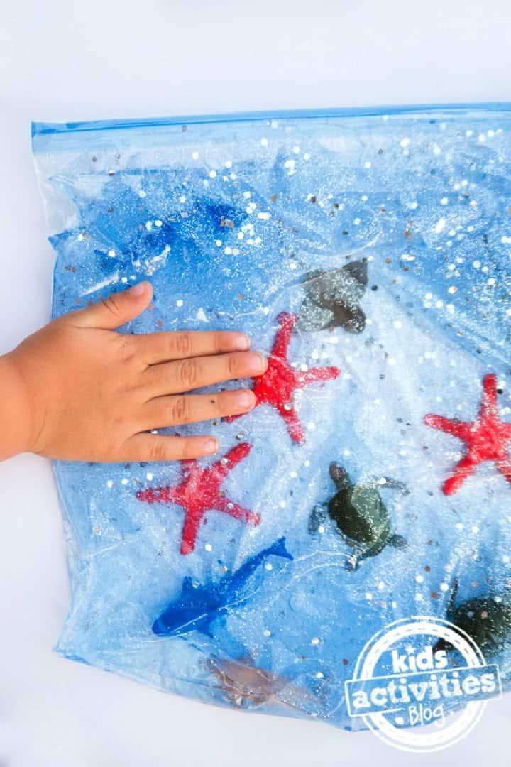 Hacer una bolsa sensorial oceánica