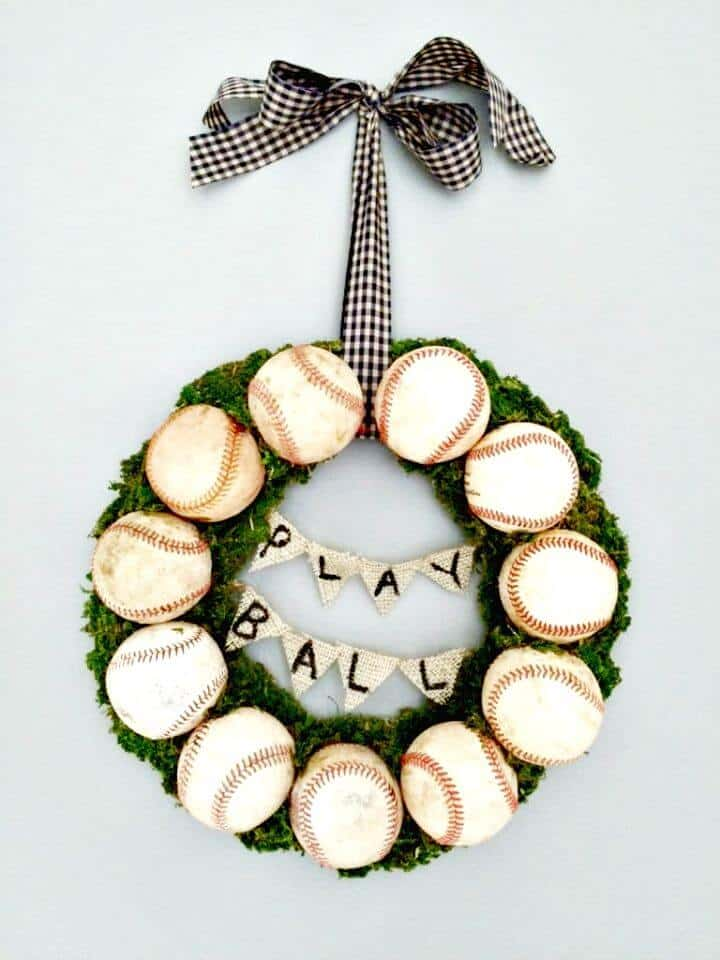 Haga una corona de béisbol para su puerta de entrada: manualidades de béisbol de bricolaje