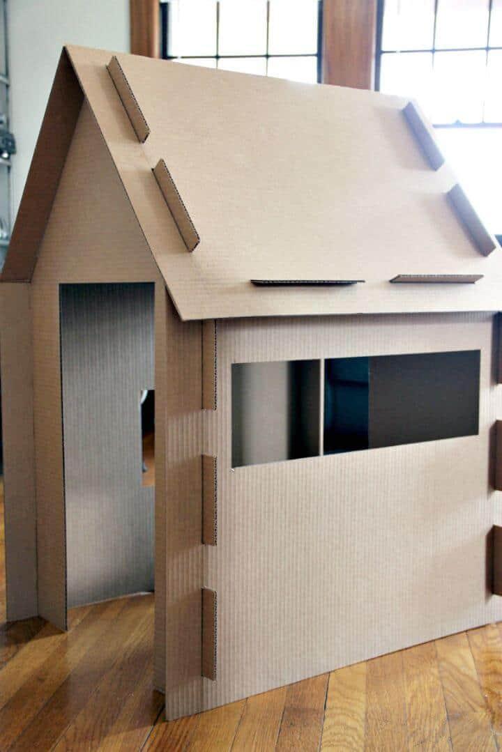 Casa de juegos de cartón de bricolaje simple