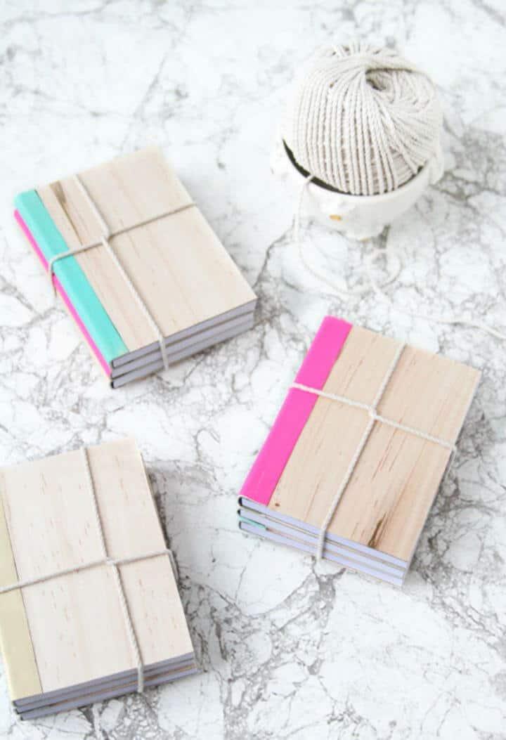 Cuadernos de bricolaje cubiertos de cuero y madera para sus hijos
