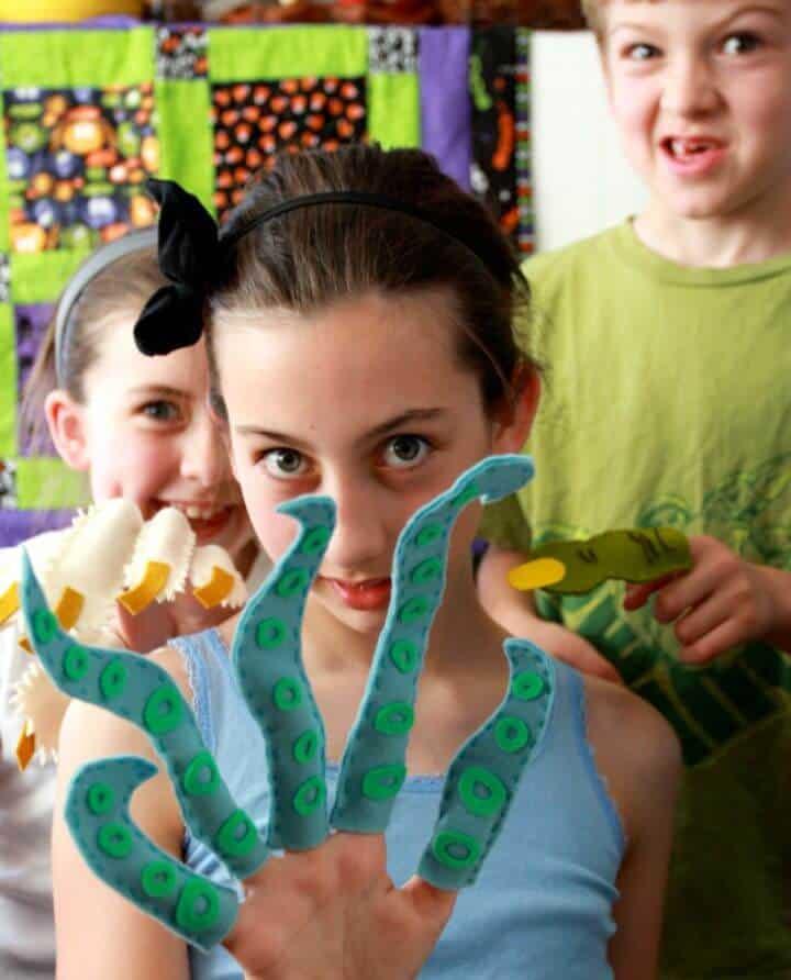 Hacer marionetas de dedo de monstruo para niños - bricolaje
