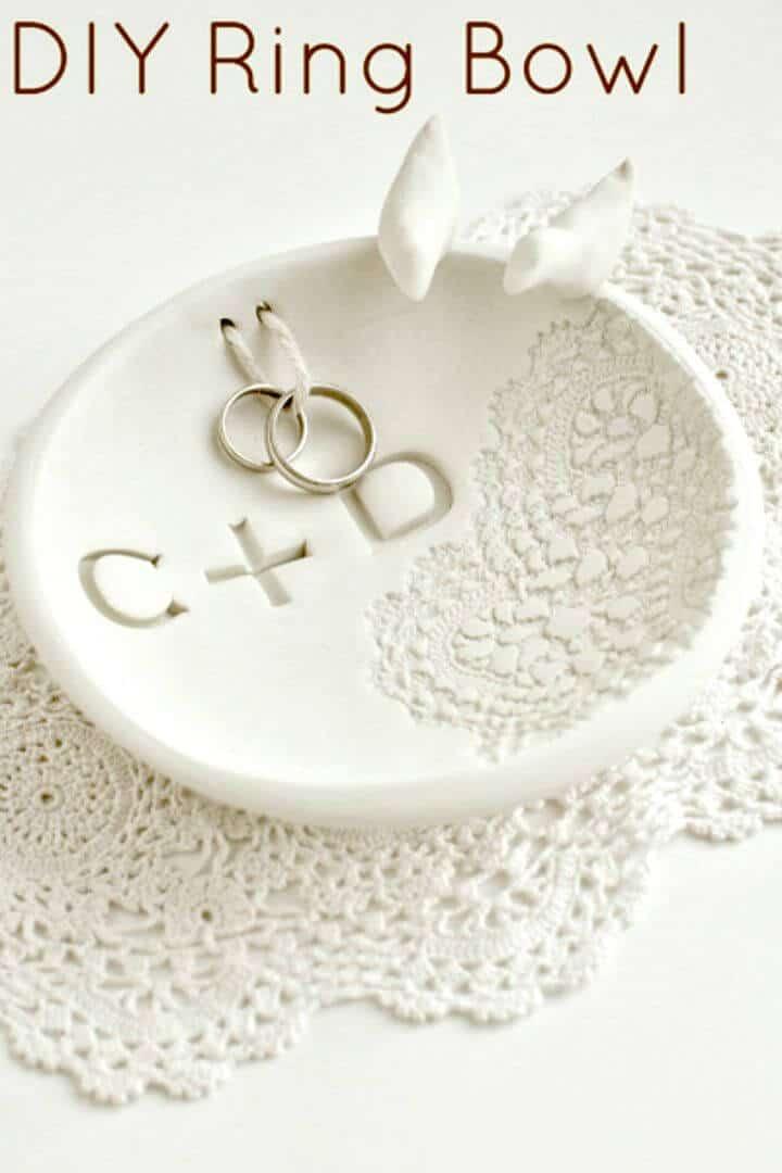 Tazón de anillo fácil de bricolaje de arcilla para hornear