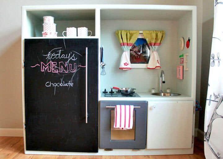 Hacer una cocina de juguete con un antiguo centro de entretenimiento