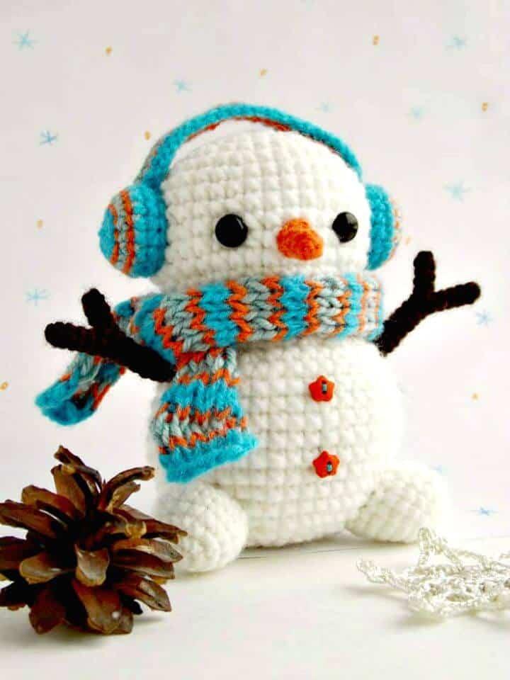 Bonito y lindo patrón de muñeco de nieve de ganchillo gratis