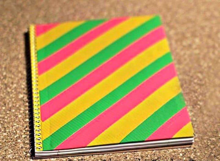 Bonita cubierta de cuaderno con cinta adhesiva para bricolaje