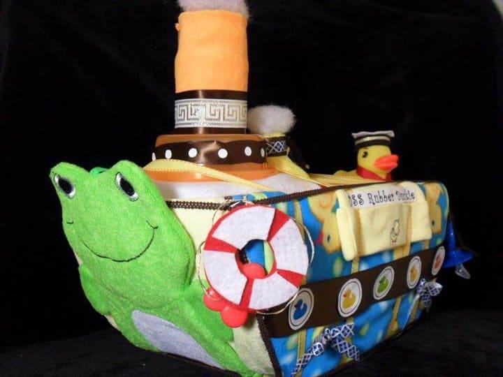 pastel de barco de pañales de patito de goma de bricolaje