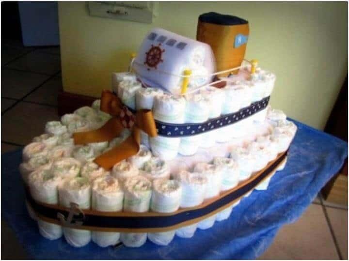 pastel de pañales de barco de dos pisos