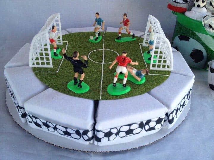 hermoso pastel de onesie de fútbol