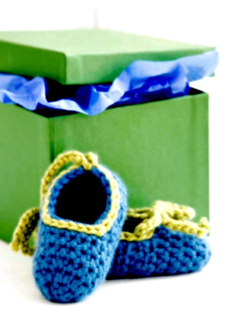 Proyecto simple y gratuito de botín de bebé de ganchillo para amigos y organizaciones benéficas