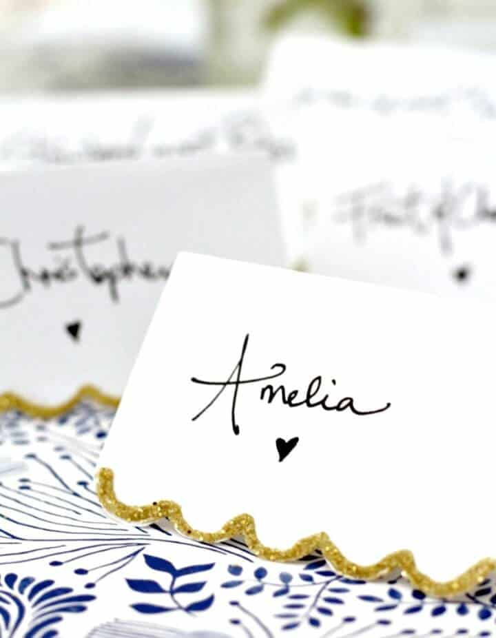 Adorable tutorial de tarjeta de lugar festoneado dorado DIY