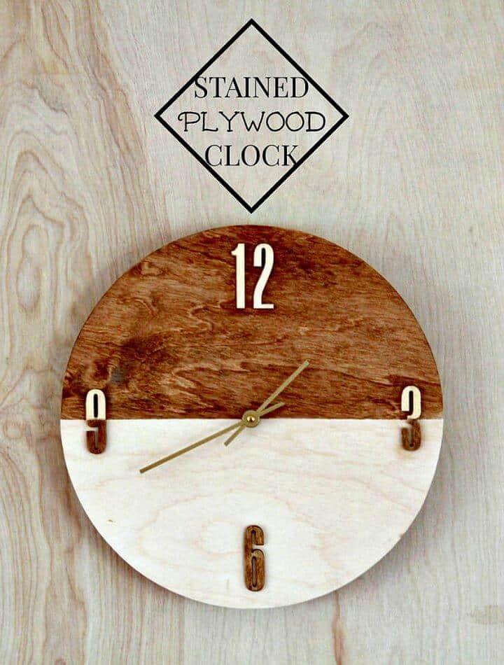 Bonito reloj de pared de madera contrachapada teñida de bricolaje