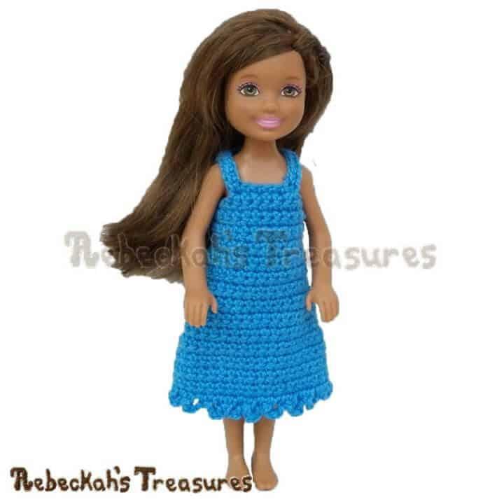 Vestido de muñeca de moda de niña hermosa de ganchillo simplemente gratis