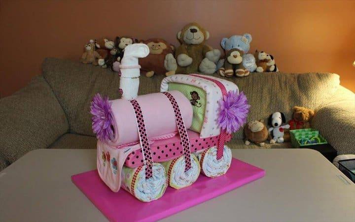 increíble pastel de pañales de tren