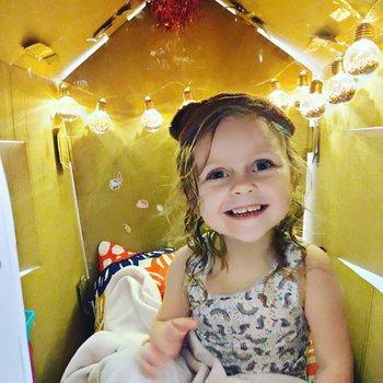 casa de juegos de cartón para niños