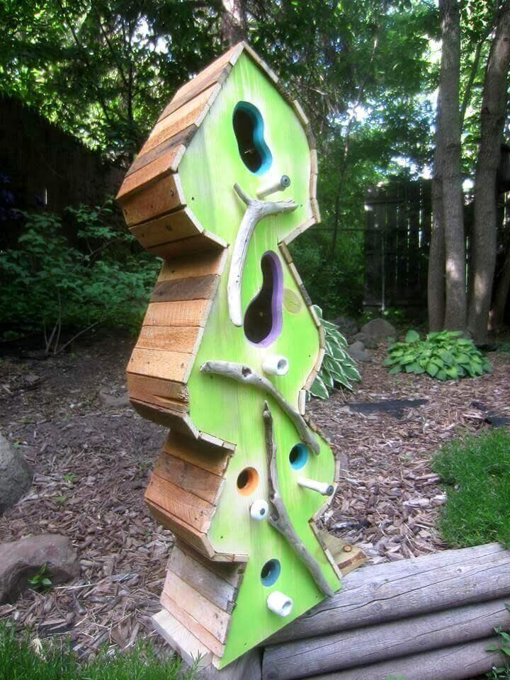 casa de pájaros hecha con paleta de bricolaje