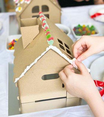 casa de juegos para niños fuera de caja de cartón