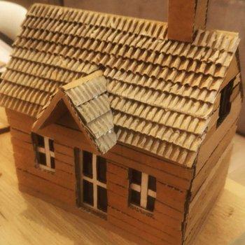 reciclar cartón viejo para hacer una casa sencilla